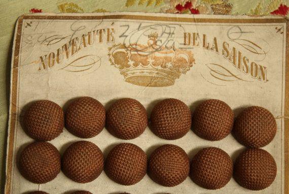 12 stuks antieke Franse zijde overdekte knoppen door duchesstrading