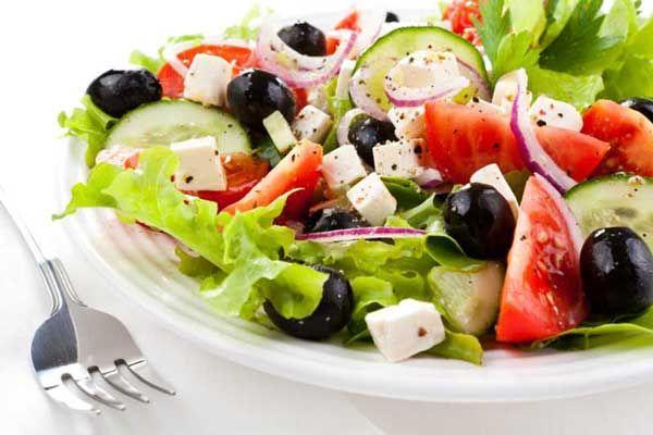 Jak dieta śródziemnomorska pomaga osiągnąć szczupłą sylwetkę? W odróżnieniu od innych diet, nie jest ona dietą agresywną , przez co utrata zbędnych kilogramów nie nastąpi w sposób nagły. Przyczyni się ona do tego w sposób stopniowy, ale- co warte podkreślenia- skuteczny.  W diecie tej nie chodzi o to, żeby osiągnąć naszą wagę idealną w kilka dni, tylko po to, by po powrocie do starych nawyków żywieniowych, powróciła również poprzednia waga. Chodzi natomiast o to, abyśmy nauczyli się, jak…