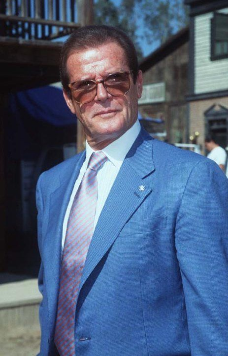 Pictures & Photos of Roger Moore - IMDb