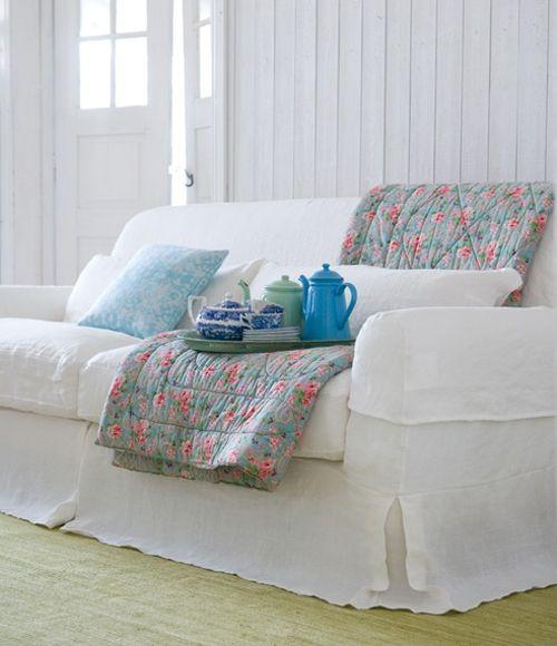 http://www.arquitrecos.com/2013/07/capas-para-sofa-nao-precisam-ser-feias.html