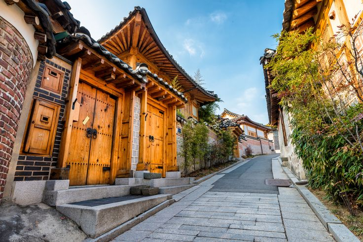 https://flic.kr/p/rNWkU2 | Bukchon Hanok Village | Traditional Korean style architecture at Bukchon Hanok Village in Seoul, South Korea.