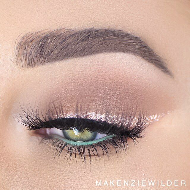 All I have to say is Rose Gold Liner!! *Click Pic for Makeup Details* (Pic: @makenziewilder) ♡♥♡♥♡♥