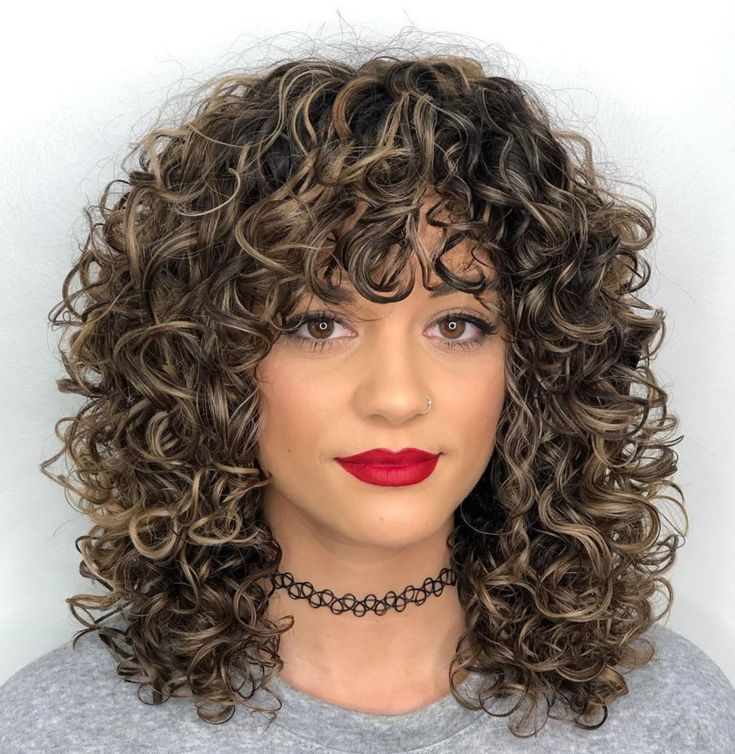 Medium Curly Hair With Curly Bangs in 2020 | Curly hair styles naturally, Mid length curly ...