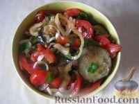 Фото к рецепту: Салат из баклажанов и помидоров со сладким перцем
