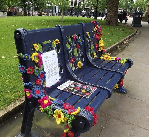 yarn bombing bench - photo #28
