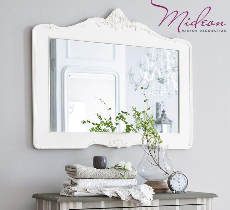 Зеркало в деревянной рамке как предмет интерьера.  Любой удачный интерьер складывается из десятков и сотен различных деталей. В одном дизайне акцент смещен на мебель, в другом – на роскошные предметы декора. Но как бы то ни было, практически в каждом интерьере найдется место зеркальной поверхности. Это может быть шкаф с отражающими дверцами, новейшие технологии, когда зеркало превращается в панель телевизора, или зеркальные мозаики. Несмотря на то, что сегодня вписать зеркало в интерьер не…
