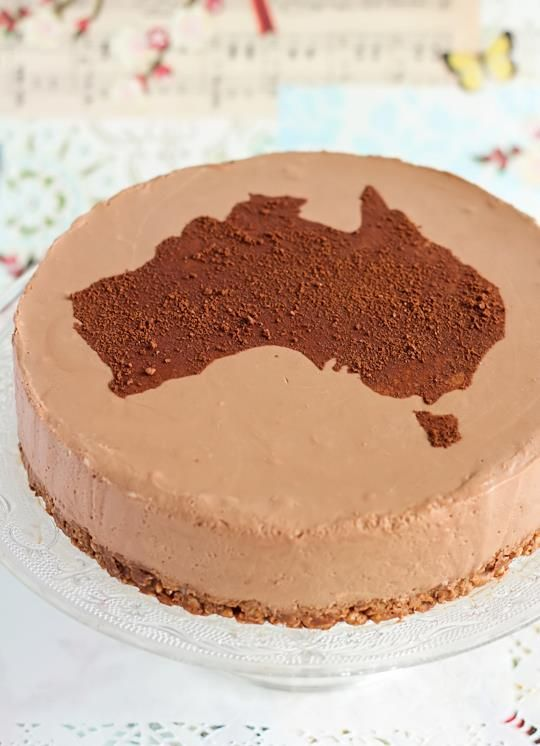 Australia day #cake - milo & chocolate crackle oh, yeah. Great simple and easy idea to impress your guests at your Aussie party or BBQ. #Chocolate Cheescake and sprinkle cocoa or MILO over a #Australian Map shaped cookie cutter !