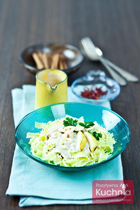 Makaron z sosem gorgonzola - prosty, szybki i aromatyczny. Można podać go z orzechami lub migdałami, prażąc je wcześniej na patelni i dołożyć gruszki pokrojone w plasterki.  #gruszki #makaron #pasta #obiad #gorgonzola