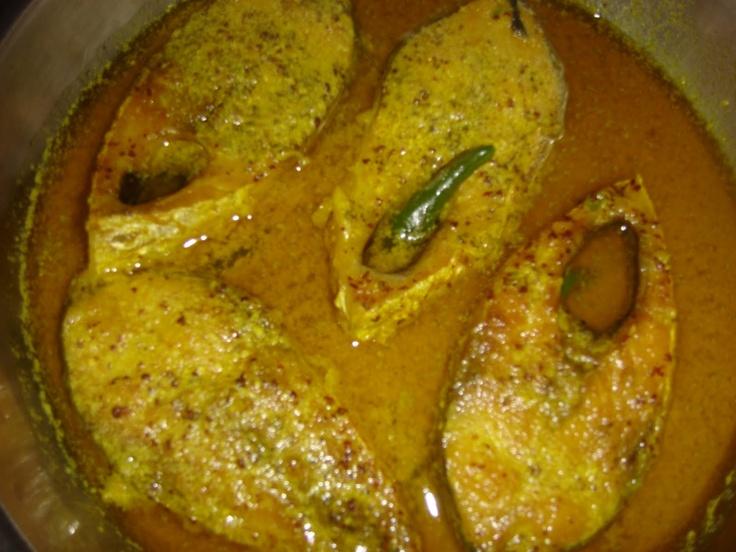 'Ilish Mach-er Jhol' [Hilsa fish curry with mustard paste, mustard oil]