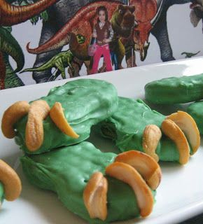 Dinosaur Claws Cookies from a nutter butter