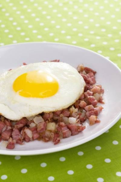 Best Ever Corned Beef Hash | Victoria Haneveer #cornedbeef #cornbeef #breakfast