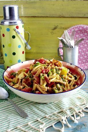 Eine tolle Beilage zum Grillen - oder einfach so: BBQ-Pasta-Salat. Rezept nach dem KLICK!