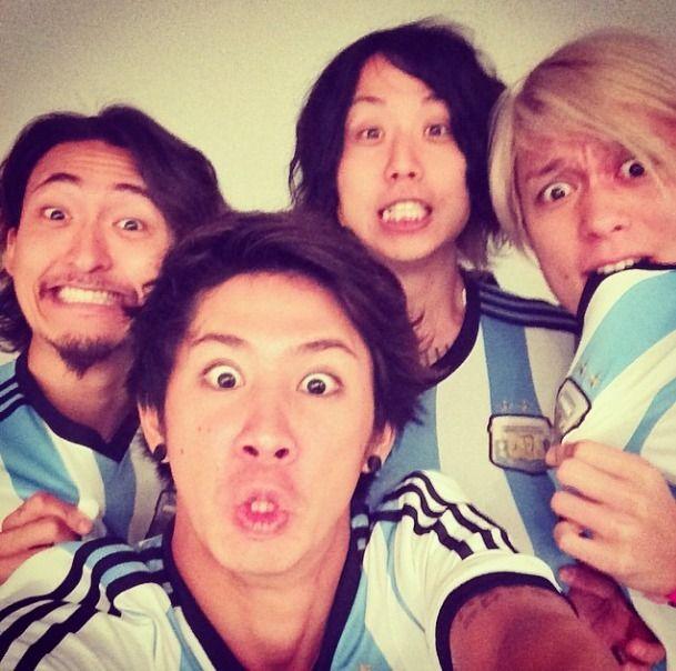 世界を魅了するONE OK ROCK(ワンオクロック)!ボーカル・タカの本当の成り上がりストーリー | by.S
