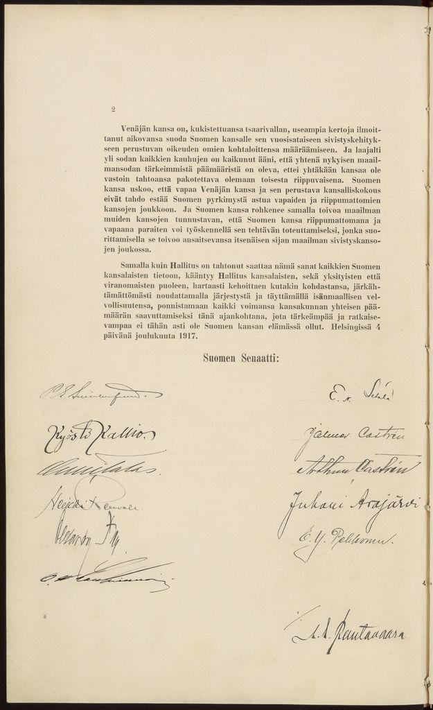 """Itsenäisyysjulistus liittyy senaatin 4.12.1917 pitämään istuntoon, jossa senaatin talousosaston puheenjohtaja P. E. Svinhufvud ilmoitti eduskunnalle käsiteltäviksi annettavat hallituksen esitykset. Ensimmäinen niistä oli ilmoitus Ståhlbergin perustuslakikomitean valmistelemasta esityksestä Suomen uudeksi hallitusmuodoksi, """"joka on rakennettu sille perusteelle, että Suomi on oleva riippumaton tasavalta"""". Samana päivänä on allekirjoitettu senaatin Suomen kansalle osoittama…"""