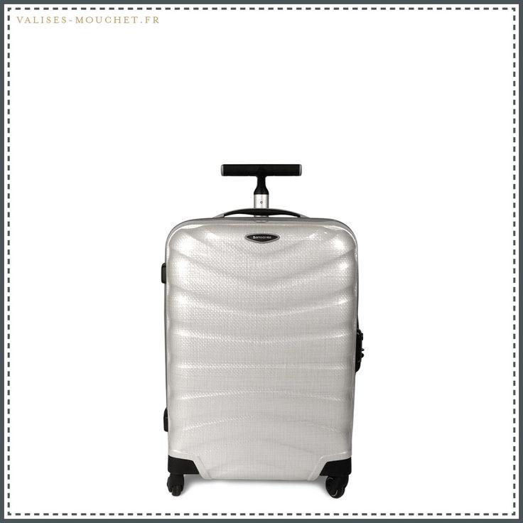 La valise cabine Samsonite Firelite Blanche de 55cm, une couleur qui va passer collector. Dispo sur http://valises-mouchet.fr/produit/samsonite-firelite-blanche-valise-cabine-55cm/