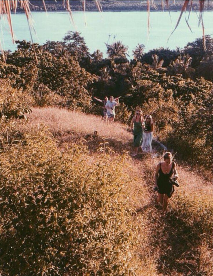 📷 @skyemarsden Unforgettable sunset adventures @phoeb_owen @charles.crosbie @fredvillage @fredwood25 @georgedelamain   #regram #lombokexperience #friends #thegiliway #giliguide#friendsforever #mylombok#friendsforlife #explorelombok#qualitytime #naturelovers #hiking #nature #paradiseisland  #palmtrees #gili #aroundtheworld #exploringtheglobe #wonderfullombok #giliasahan #instagood #exploringtheworld #giliasahanecolodge#holidayvibes #gilibible #giligetaway #instalike