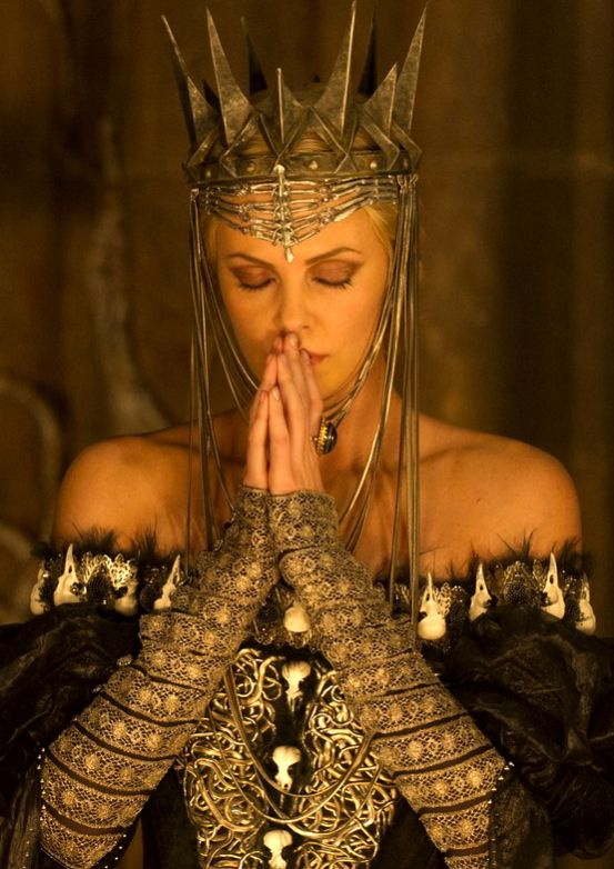 Gorgeous makeup and costume design. Though just realized those are (fake) bird skulls on dress. Charlize Theron, Snow White and the Huntsman.
