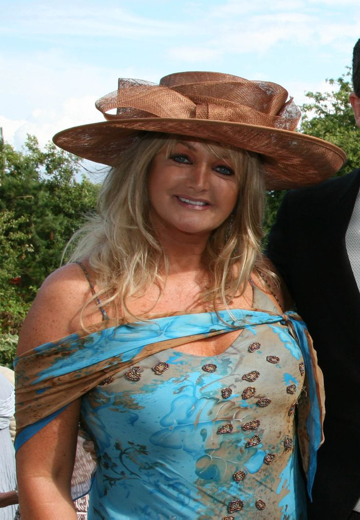 picture of Bonnie Tyler in Portugal #bonnietyler #gaynorsullivan #gaynorhopkins #thequeenbonnietyler #therockingqueen #rockingqueen #music #rock