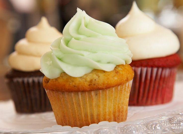 Cobertura o frosting de buttercream ideal para cubrir tartas y cupcakes - Cómo hacer buttercream de vainilla paso a paso - Receta de buttercream americano