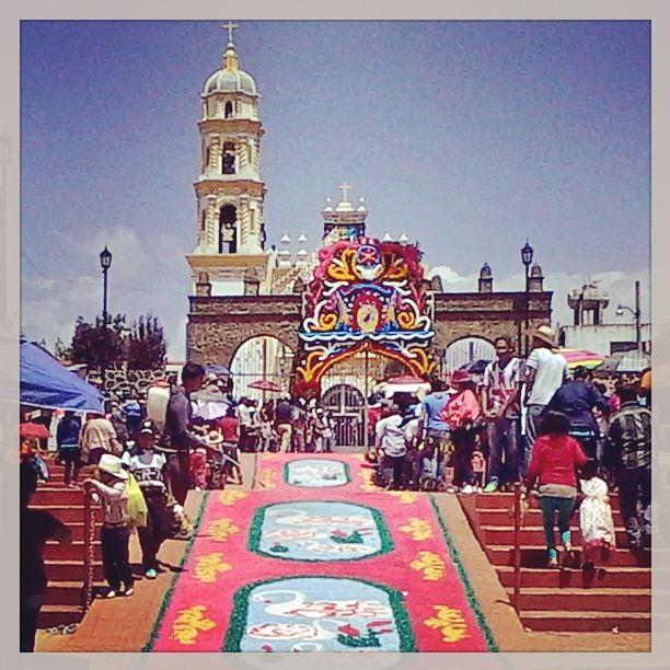 Santiago Tepopula. tradicion de los tapetes decorativos para venerar el paso de nuestro santo patron santiago apostol en procesion por todas las calles el 26 de julio de cada año. arte y cultura.