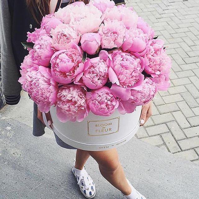 •Today's Inspiration• Boy oh boy oh boy!  •image source 'Shop Rachel George' • #hatboxflowers #peonies #bloomdefleur