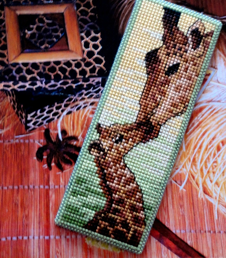 Made by Marian. Bookmark giraffe embroidered on plastic canvas. A 'Royal Paris' cross stitch Bookmark kit. The pattern can be found on my board 'Cross stitch - bookmarks of others'
