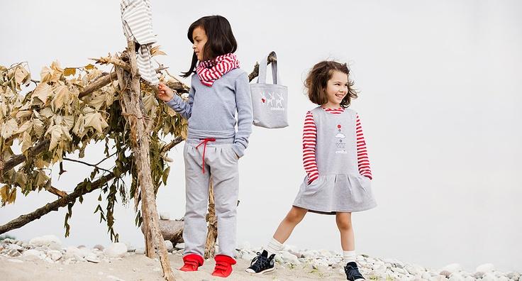 Удобные трикотажные серые штаны Cookie с красными отворотами будут расти вместе с Вашим ребенком. Комбинируются с любым трикотажным верхом (толстовки, куртки, футболки, итд). Эластичный завышенный пояс на красной кулиске не давит и не стесняет движений. Эти штаны исключительно хороши для ежедневных прогулок. Интернет Магазин детской одежды www.cookie-kids.ru