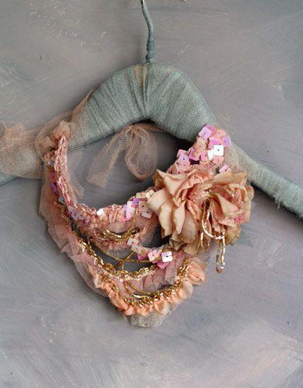 Cinderella NecklaceVintage Flower, Decorating Living Rooms, Living Room Design, Vintage Textiles, Interiors Design, Collars, Jewelry, Cinderella, Bibs Necklaces