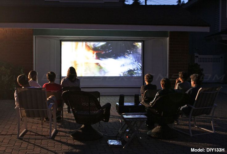 DIY Outdoor Movie Projector Screen