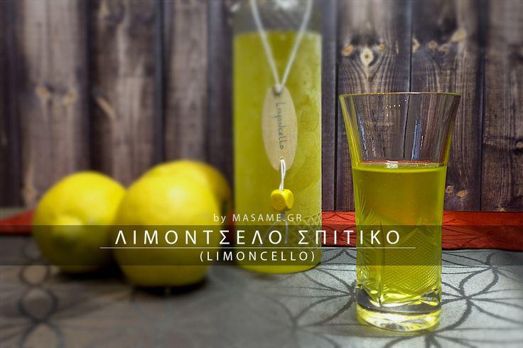 Λιμοντσέλο από σπίτι (limoncello). Το πιο γνωστό λικέρ, τέλειο για μετά το φαγητό, όντας εξαιρετικό χωνευτικό. Με δυνατή τη γεύση του λεμονιού, αποτελεί και ένα υπέροχο κέρασμα.