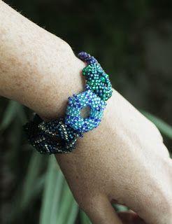 bracelet. beads / bransoletka. koraliki. /// http://karolina-g.blogspot.com/2013/11/do-kompletu.html