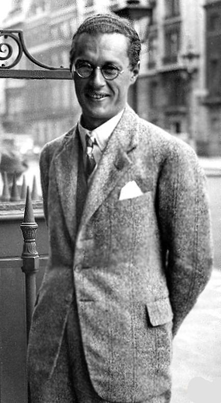 Kazimierz Wierzyński ( 1894-1969 ) . Poeta, prozaik oraz eseista. Jeden z Skamandrytów. Po zakończeniu II wojny światowej pozostał na emigracji. Najważniejszy tomiki poezji to: ,,Wiosna i wino '' , ,, Laur Olimpijski '' , ,, Czarny polonez '' .