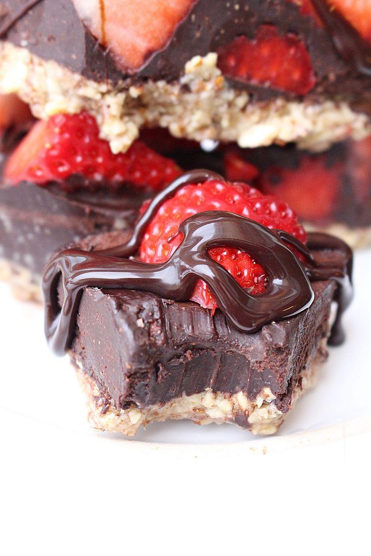 Så god den här pajen är! Kom ni ihåg när jag gjorde chokladfudgen? Det blev så himla gott så jag har länge gått o tänkt på att göra en paj med denna tillsammans med jordgubbar. En hasselnötsbotten med en chokladfudge med jordgubbar och chokladsås över. O vet ni, dessutom sockerfri! Det kan man inte [...]