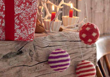 Neulottu joulupallo Ohje: http://www.kodinkuvalehti.fi/artikkeli/suuri_kasityo/neulonta_ja_virkkaus/neulotut_joulupallot