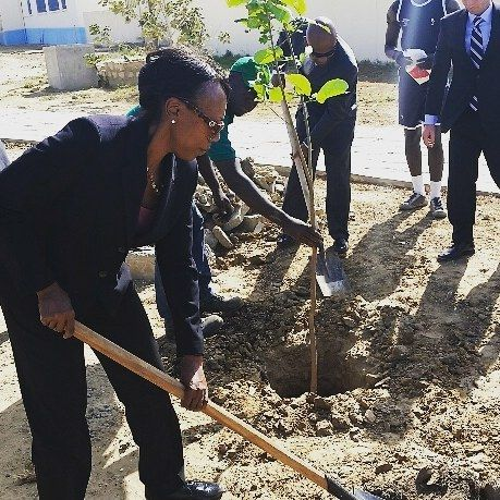 Mon souer Dr. Spencer at a tree planting ceremony in Coite de Ivory West Africa.  #shareyourheartinafrica #monsoulsouer #notreestafrique #blackisbeautiful #blackisthenewblack #sustainability #climatejustice #change #jesuischangez #socialjusticewarrior #globalradionetwork #globalcitizen Re-post by Hold With Hope