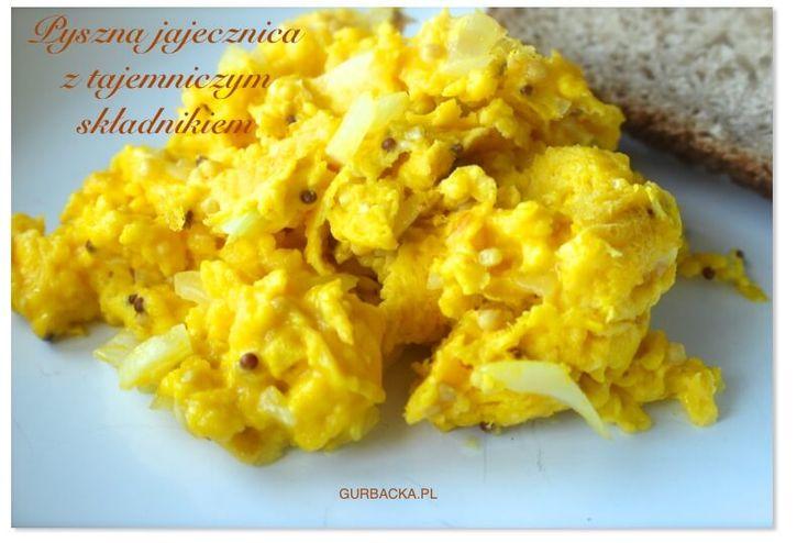 Jak zrobić perfekcyjną jajecznicę? Oto składniki, dzięki którym jajecznica będzie wilgotna, pachnąca i niesamowicie smaczna. Używasz tych składników?