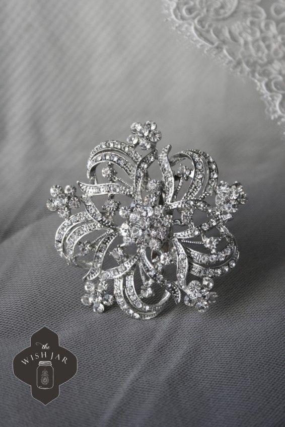 Mia vintage brooch