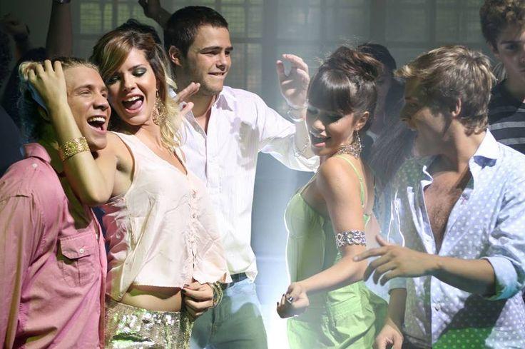 Una foto de grupo del videoclip Vos ya sabés de los Teen Angels en la cuarta temporada de Casi Ángeles!! <3 <3
