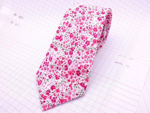 Image of Cravate classique Liberty Phoebe rose et fuchsia