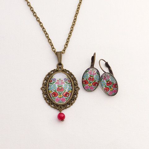 Necklace and earrings set with colorful flower pattern