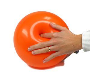 mollear:  Verbo intransitivo. Dicho de una cosa: Ceder a la fuerza o presión.  Verbo intransitivo. Dicho de una cosa: Doblarse por su blandura.  www.unapalabraldia.com.es