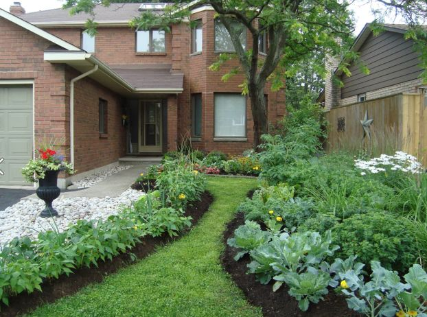 38 Homes That Turned Their Front Lawns Into Beautiful 640 x 480