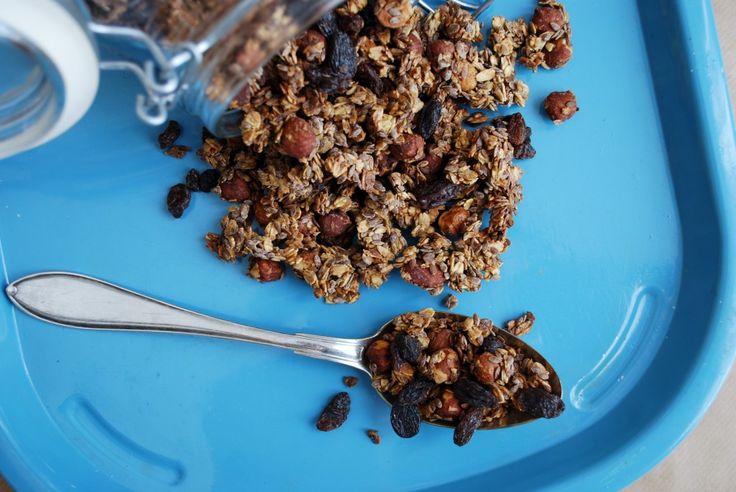Granola med hasselnötter, russin & kanel