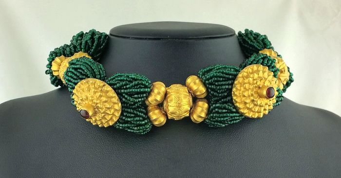 Start met bieden of verkopen op de Etnische stijl sieraden veiling bij Catawiki. Op de veiling van deze week: Zwaar massief zilveren etnische armband (getest voor Sterling) met Carnelians - jaren 1930/1940s.