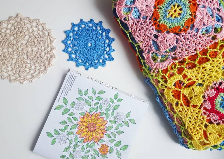 Пятницаааа))и уже завтра карандашик или крючок в руке и солнышко в лицо вместо клавиатуры и желтых стен   It is Friday)!waiting for tomorrow!for drawing & crocheting instead of ofiice routine  #friday #waitingforweekend #crochetblanket #crochet #handmade #coaster #вязаниекрючком #вязание #rusticlacesquare #раскраскидлявзрослых #раскраска by zdarovasmirnova