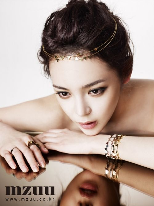 Park Si Yeon......for MZUU Jewelry.....