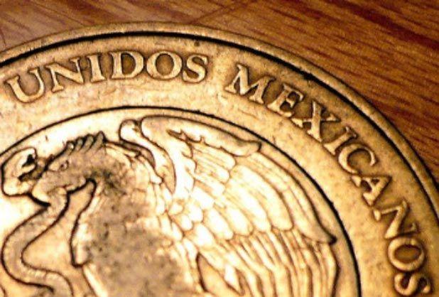 Moneda mexicana retrocede este viernes - http://www.notimundo.com.mx/finanzas/moneda-mexicana-retrocede-este-viernes/