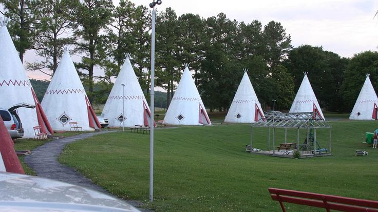Dating back to 1937, the Kentucky Wigwam Village Inn is the oldest in the wigwam hotel chain, offering guests the opportunity to sleep in a wicker- and cane-furnished wigwam. (Flickr/Richard Elzey)