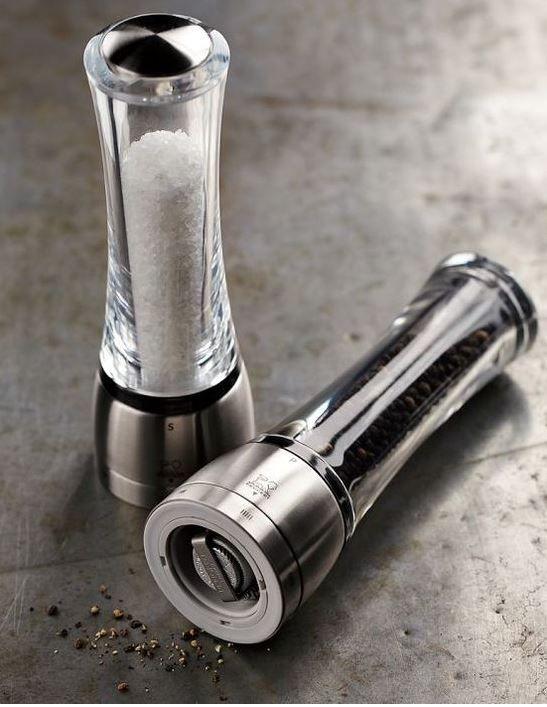 Versgemalen zout en peper met de strakke molens 'Daman' van Peugeot.