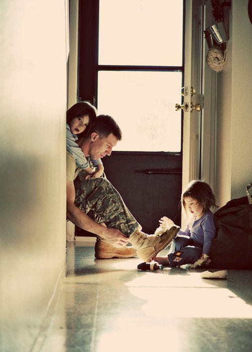 Família presente divino de Deus, filhos dadiva na vida do casal. Guerra esperança do retornos do amado, da paz, saudade do abraço e aconchego.